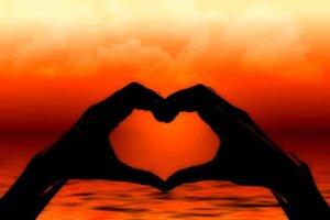silhouette-heart-hand-love-finger
