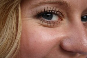 girl-woman-female-smile-happy-eye