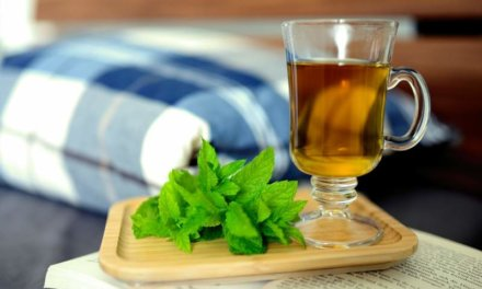 Peppermint Oil To Fight Off Dandruff