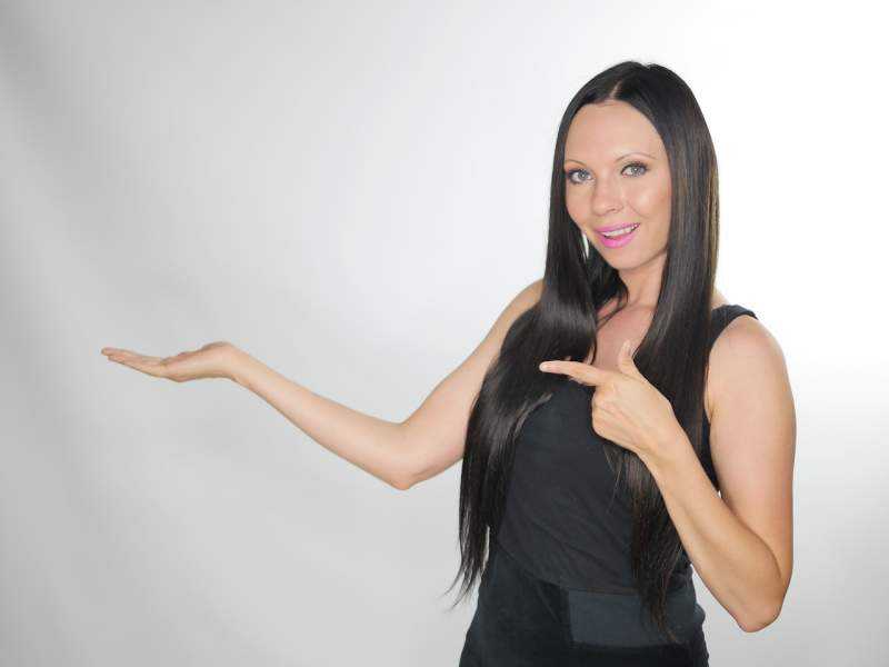 product-presentation-model-women
