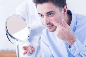 Men-checking-lens-mirror