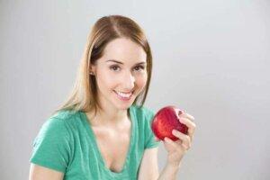 apple-health-woman-diet-meals