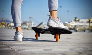 skateboard-feet-shoes-guy-skating
