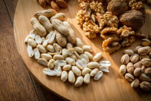 mixed-nuts-selection-brown-shell