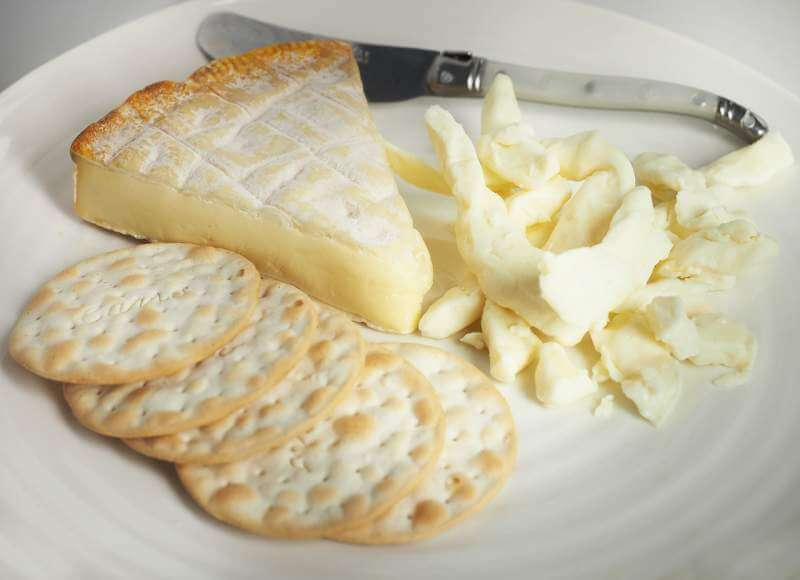 cheese-brie-curds-cracker-knife