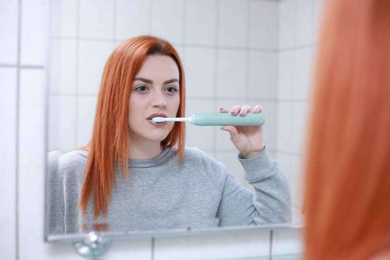 teeth-brushing-women
