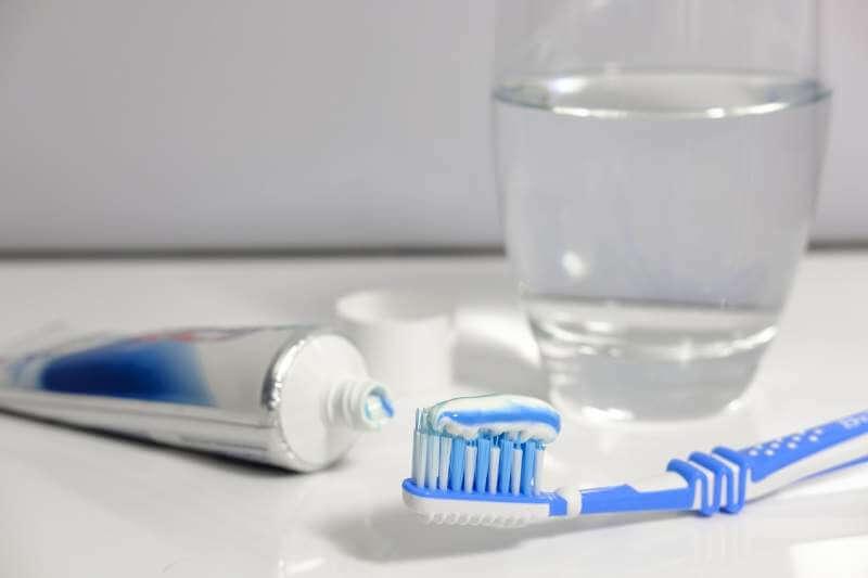 toothpaste-brushing-teeth