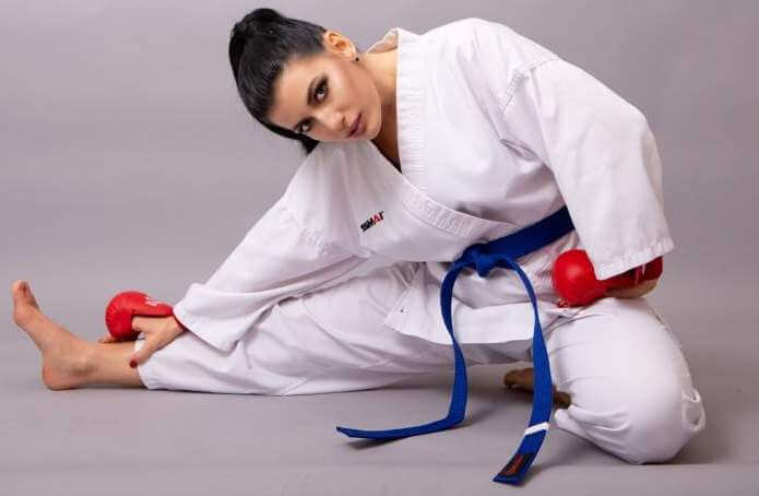woman-karate-box-kick-kickboxing